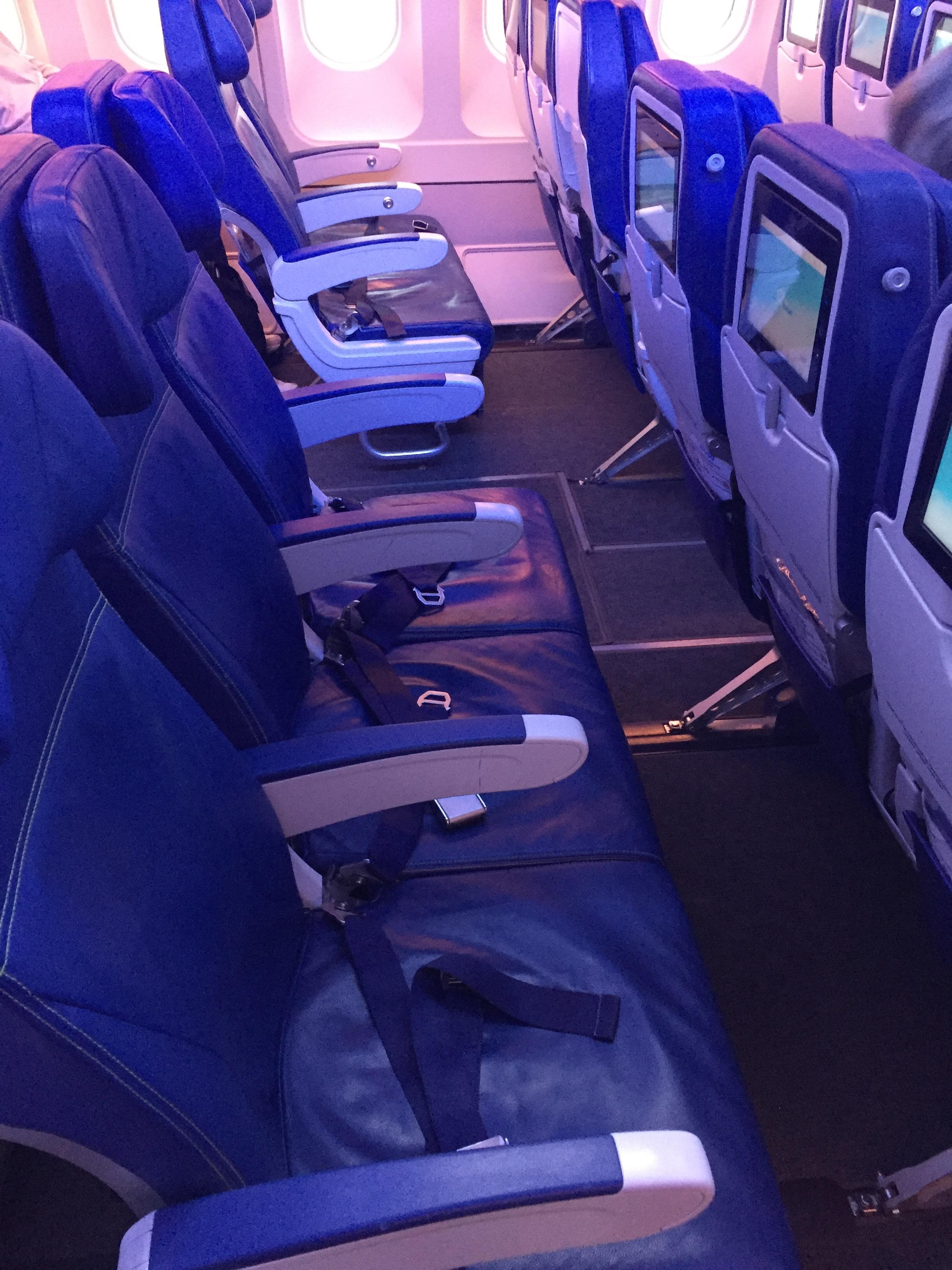 a330 economy seat air transat.JPG
