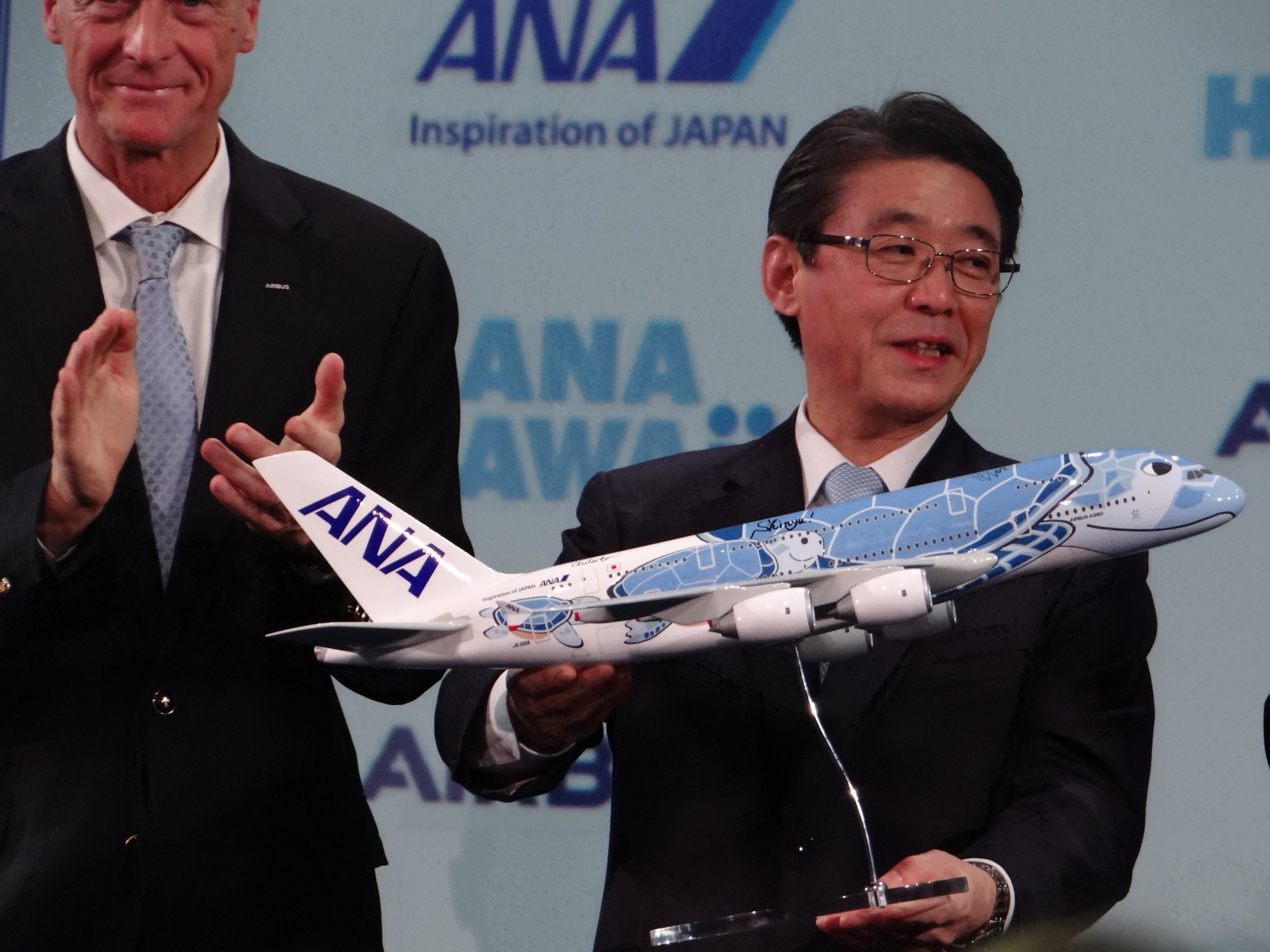 ANA Holdings Chairman, Shinya Katanozaka, with the Flying Honu scale model