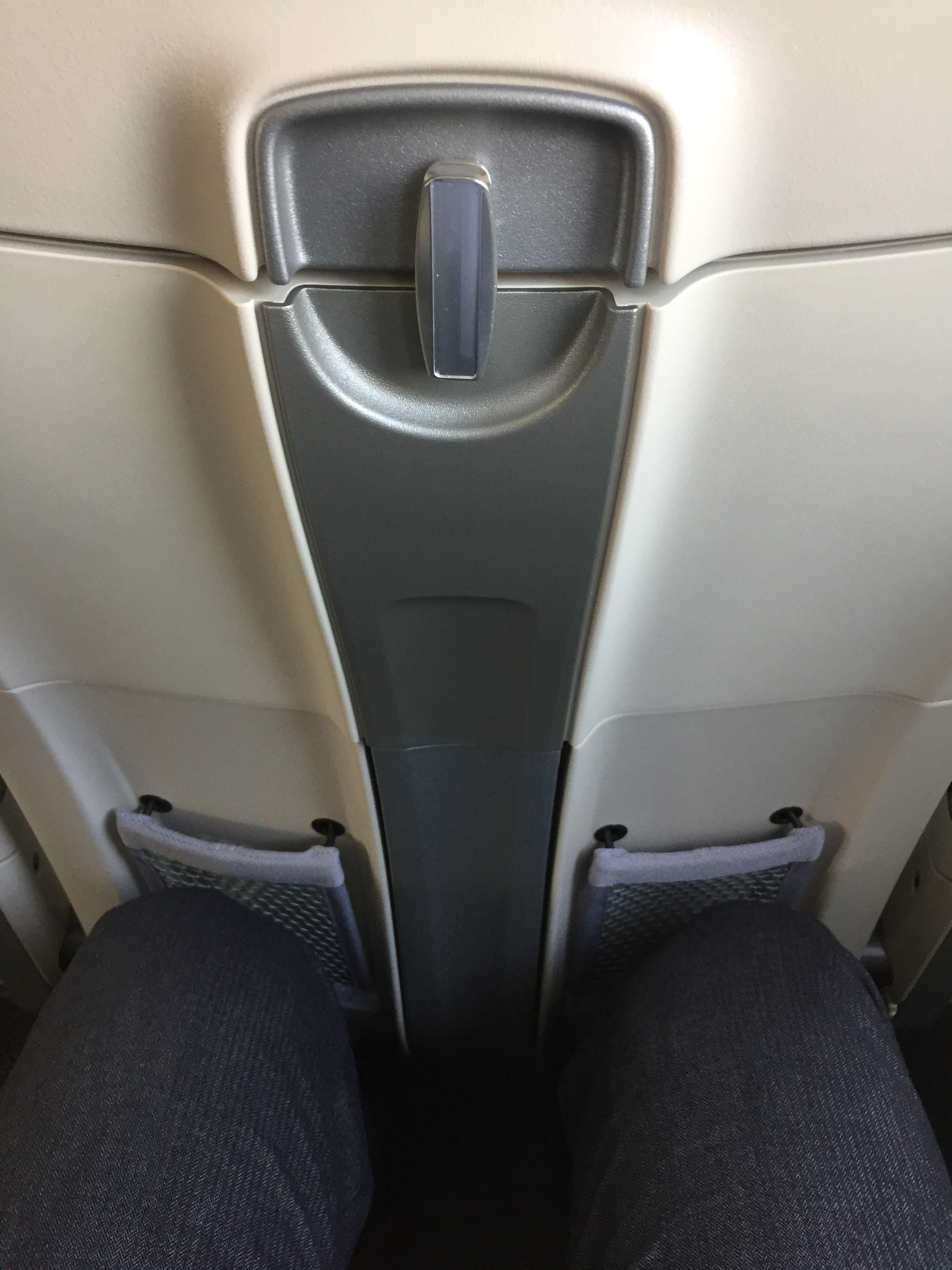 airbaltic a220 seat pitch.JPG