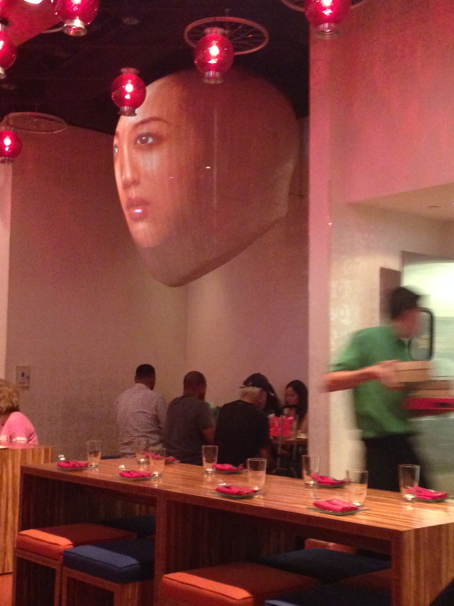 Head with changing pictures at China Poblano