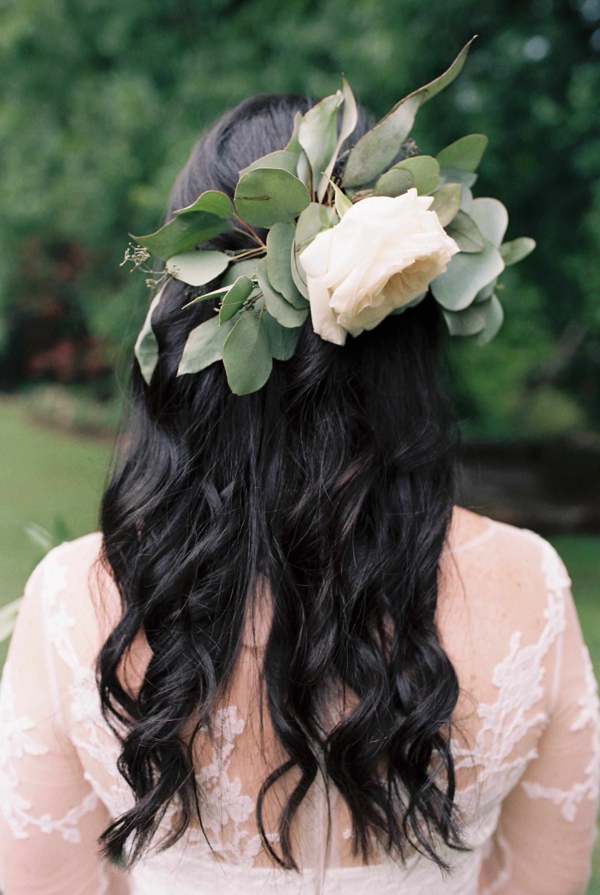 greenery-in-brides-hair.jpg