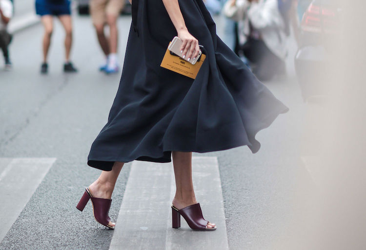 mules-midi-skirt-street-style.jpg