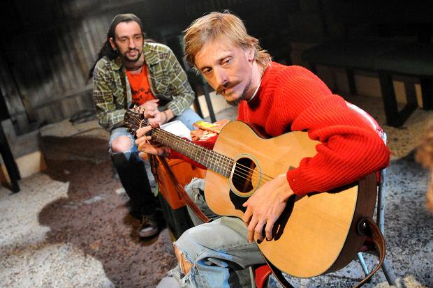 Ralf Little and Mackenzie Crook wasting time