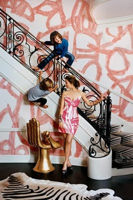 Celebrity interior designer Kelly Wearstler's home. She used a free-hand brushed stroke to achieve this...it doesn't take much people! ;) (Photo Credit: Celebrity Digs HG)