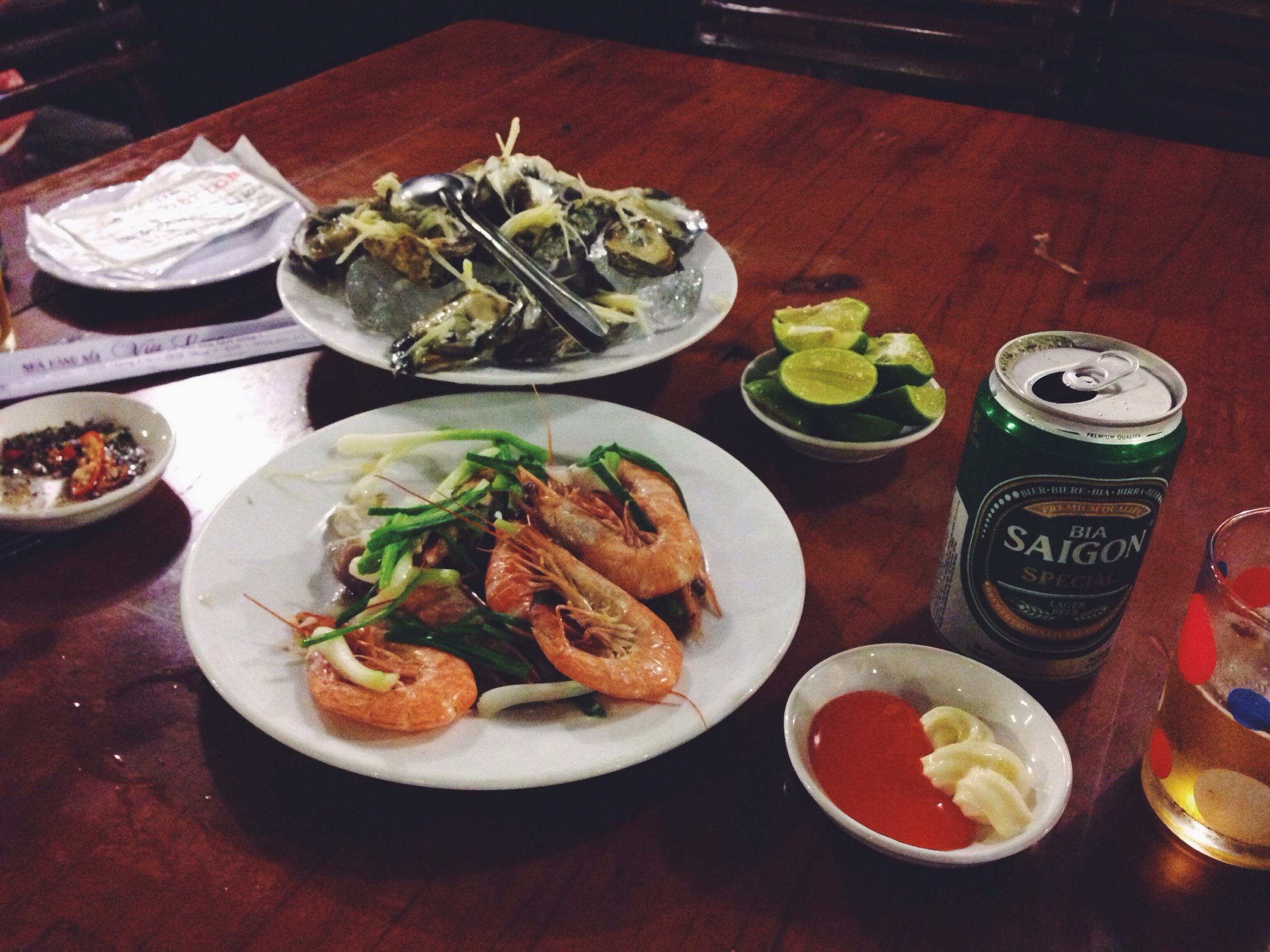 Don't bother to go to the seafood restaurants on the way to the resorts. You can get much better and cheaper seafood elsewhere !