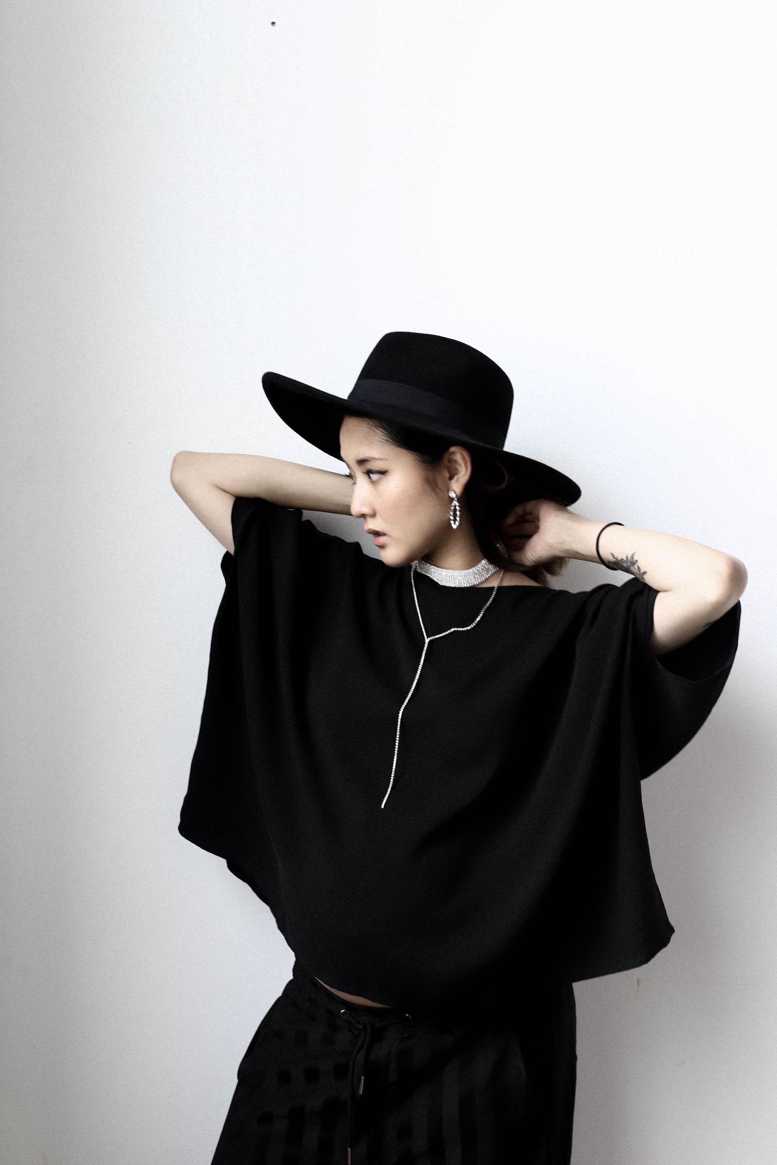 Julia Doan pregnant vietnam streetstyle-3.jpg
