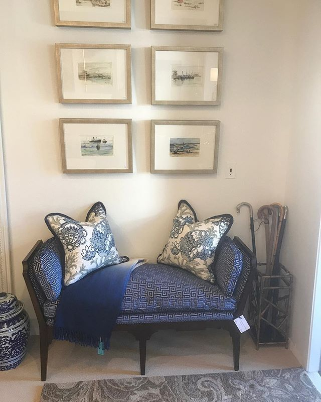 New in the showroom ... this gorgeous bench from @hickorywhite_furniture with #annafrench fabric. Pillows are @scalamandre fabric. Throw is @johannahowardhome.