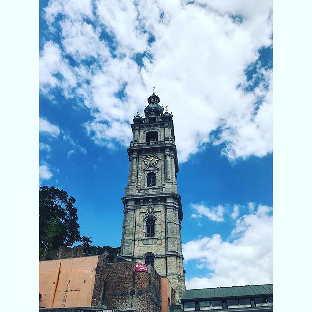 This belfry is the symbol of the city of M♥️ns where I spent some good times too. . . . . . #explore #vacation #tourism #tourist #instatrip #traveling #travelphotography #travelpic #travelphoto #travelblog #travelblgger #travelgram #Belgium #mons #architecture #belfry #unesco #masterpiece