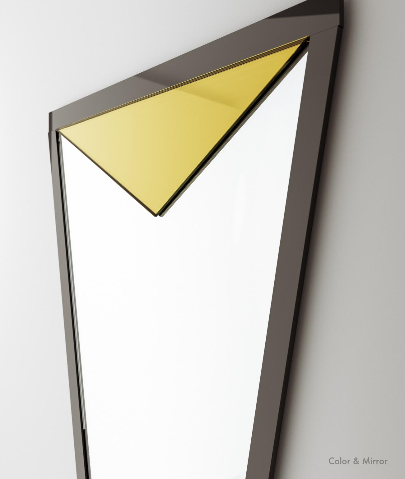 Detailed photo of golden mirror