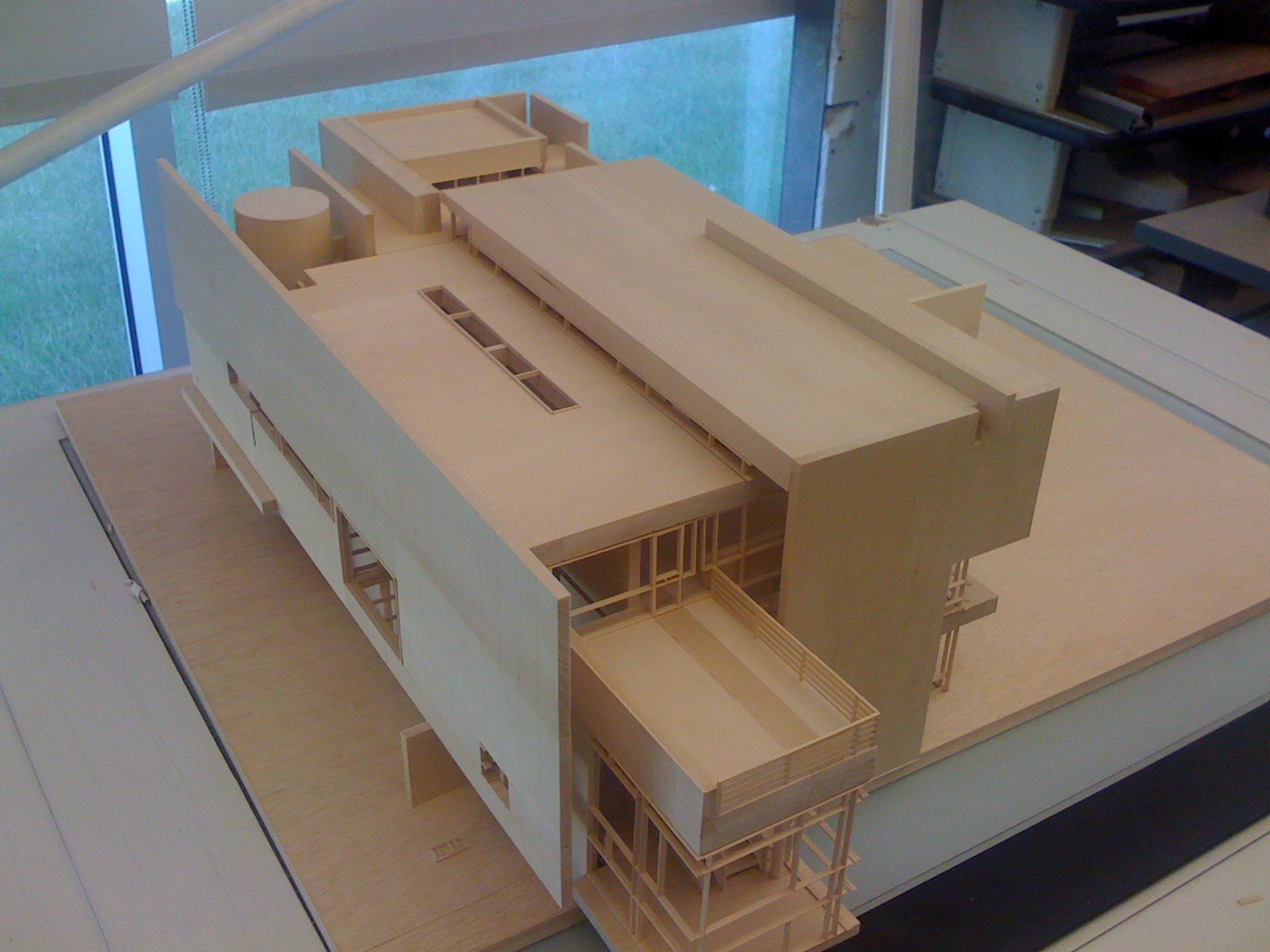 Warm up exercise for first year studio. Part of an analysis of Richard Meier's work.