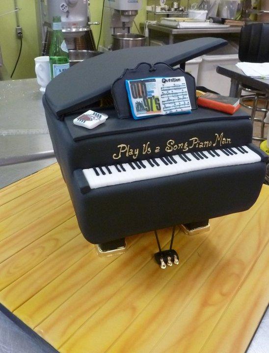 3-d piano cake