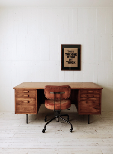 Whiskers Desk 1650x 750 x 715  TRUCK $3883