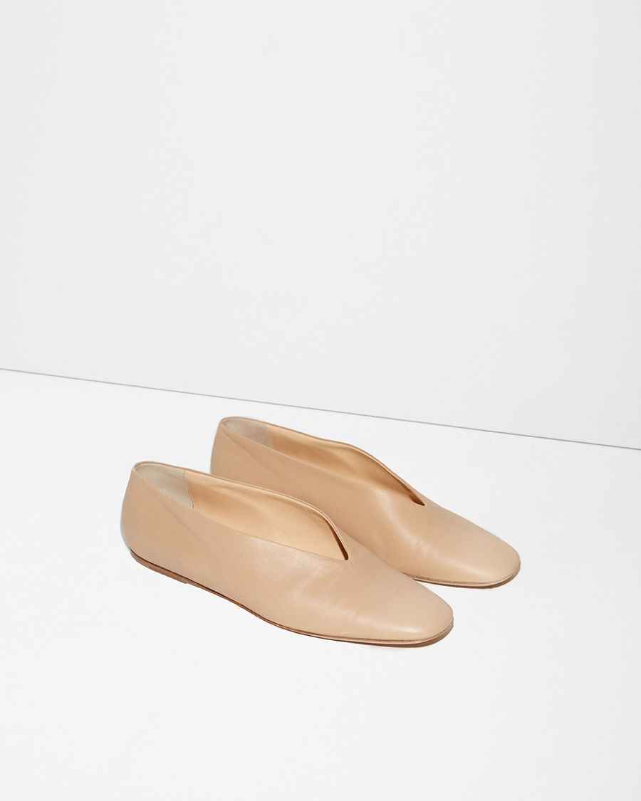 LEMAIRE Slippers  An ultra-simple pair of slippers in soft beige calf leather, crafted with a neatly pointed vamp opening.
