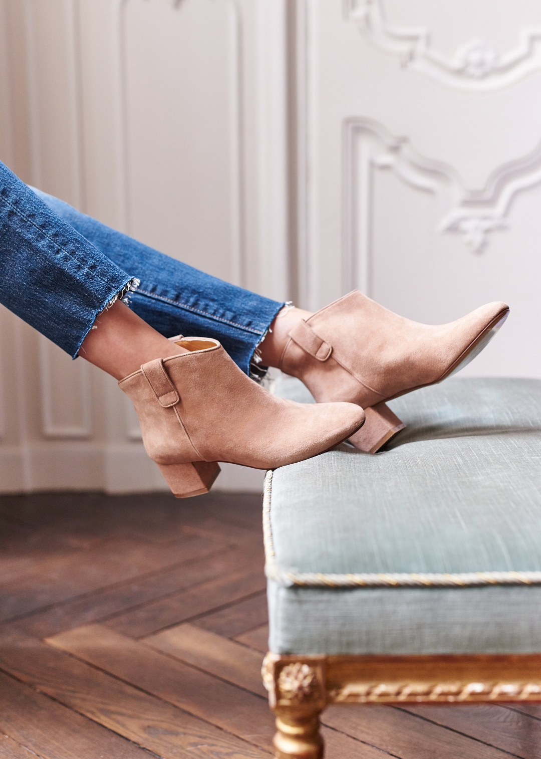 SEZANE Jude Boots  Jude, or low-cut boots full of Parisian style, is available in a black and gold version, with the highlight being the tabs that allow you to put them on and take them off with ease.