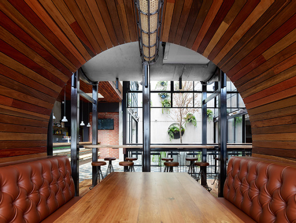 the-Prahran_Hotel_booths.jpg