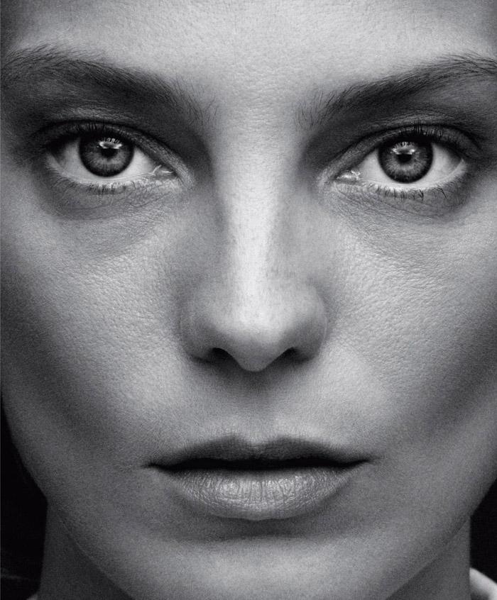 Daria-Werbowy-by-Daniel-Jackson-for-Harpers-Bazaar-1.jpg