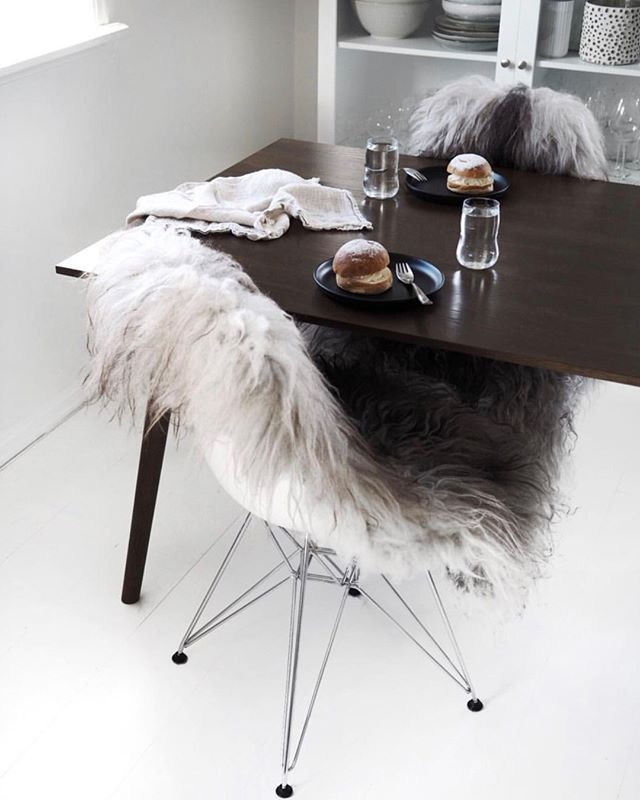 Saturday morning goals 🖤⠀⠀⠀⠀⠀⠀⠀⠀⠀ ~ image by @splittertine ~⠀⠀⠀⠀⠀⠀⠀⠀⠀ ⠀⠀⠀⠀⠀⠀⠀⠀⠀ ⠀⠀⠀⠀⠀⠀⠀⠀⠀ ⠀⠀⠀⠀⠀⠀⠀⠀⠀ ⠀⠀⠀⠀⠀⠀⠀⠀⠀ ⠀⠀⠀⠀⠀⠀⠀⠀⠀ ⠀⠀⠀⠀⠀⠀⠀⠀⠀ ⠀⠀⠀⠀⠀⠀⠀⠀⠀ #interiordeco #interiors #interiorart #lifestyleinspo #lifestylegoals #whiteonwhite #whiteinteriors #neutralstyling #neutralinterior #neutrallifestyle #naturalstyling #naturallifestyle #naturalinteriors #nordicstyle #nordicinteriors #nordicstyling #pocketofmyhome #scandinavianhome #mittnordiskehjem #scandinaviandesign #homeliving #homelifestyle #darkinteriors #homewares⠀⠀⠀⠀⠀⠀⠀⠀⠀ #lovelyinterior #nordiskehjem #hygge #hyggehome