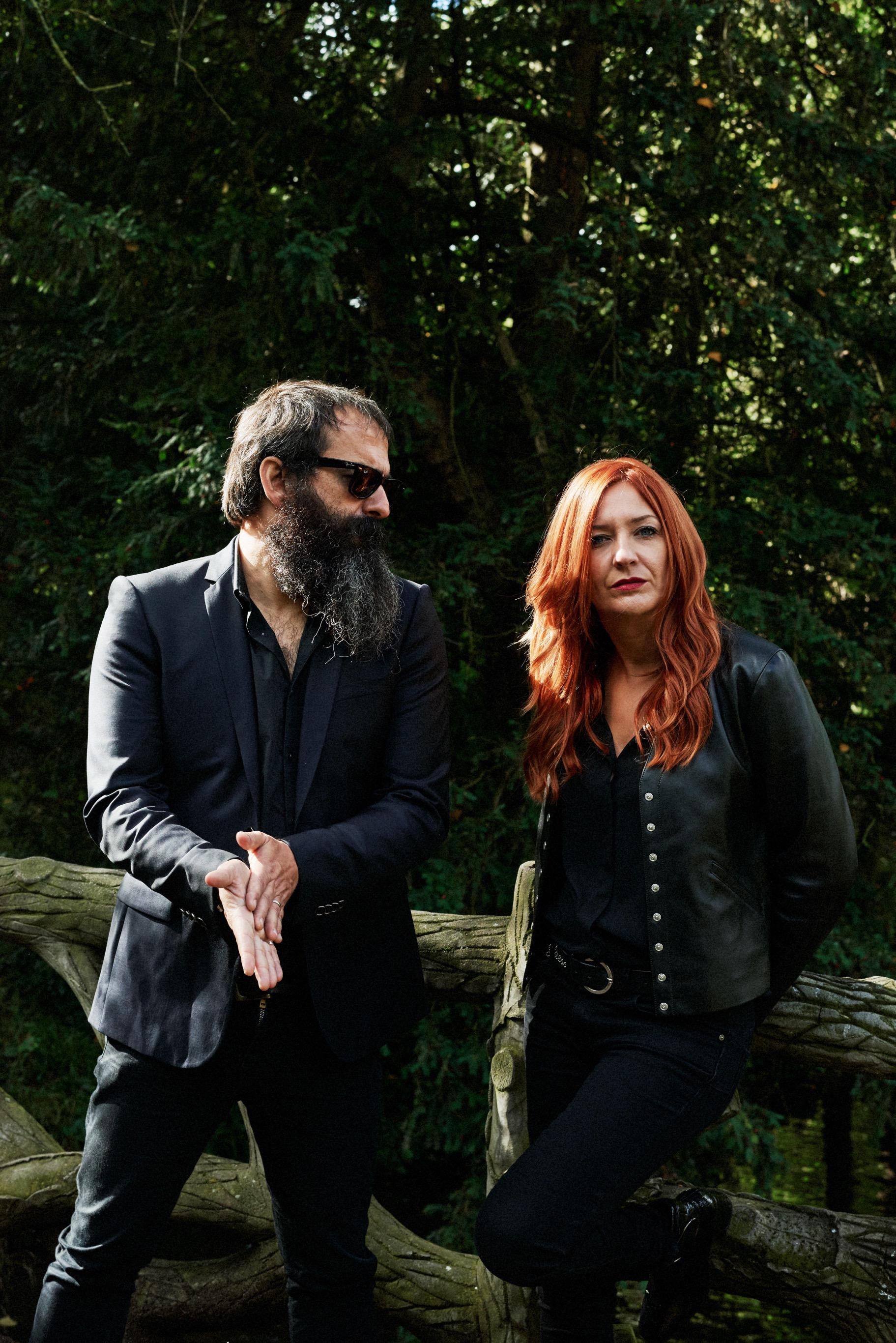 Chevelure de feu pour elle et barbe touffue à la Rick Rubin (le producteur américain qu'il adore) pour lui, ainsi sont The Limiñanas. Photo Emmanuel FONTANESI