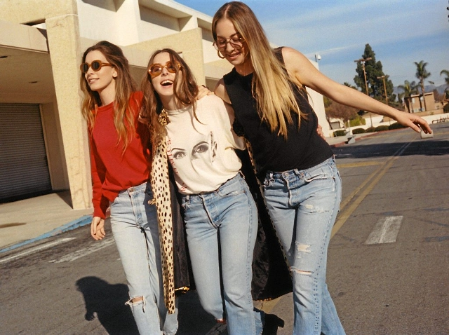 Este, Danielle et Alana Haim, trois sœurs de Los Angeles.