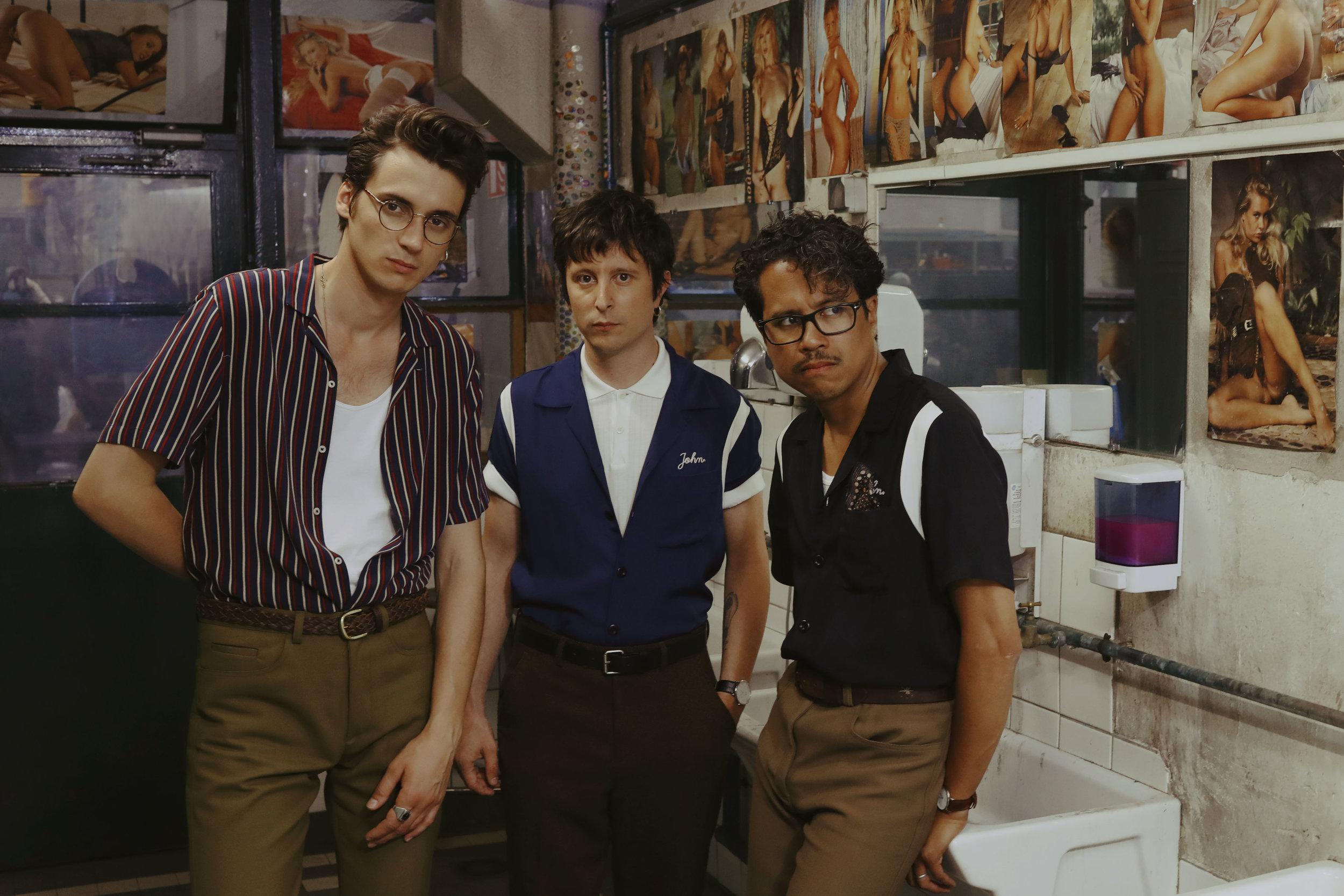 Les garçons de Radio Elvis : Pierre Guénard, Manu Ralambo et Colin Russeil. Photo Fanny LATOUR-LAMBERT