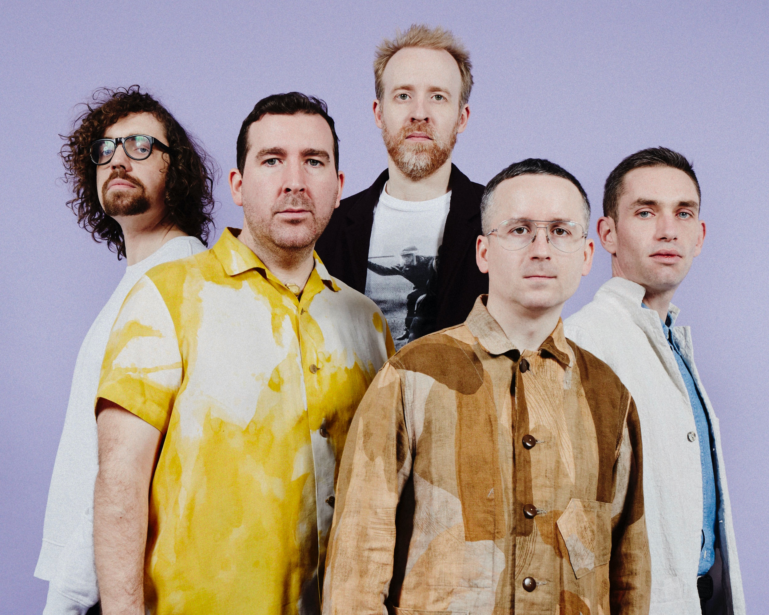 Les cinq membres du groupe Hot Chip, parmi lesquels Alexis Taylor (au premier plan). Photo Ronald DICK.