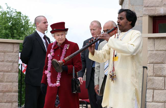 Queen visits Hindu Temple25.jpg