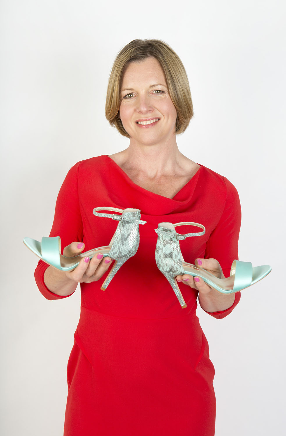 http://www.dailymail.co.uk/femail/article-3146365/How-sister-s-size-nine-feet-helped-make-Julia-millionaire-Meet-mum-brings-magic-touch-selling-designer-shoes.html