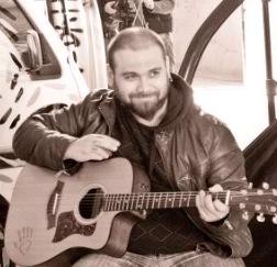 Zibba, Cantautore italiano in bilico tra il roots rock e la poetica del cantautorato italiano, è il vincitore del Premio Tenco 2012.