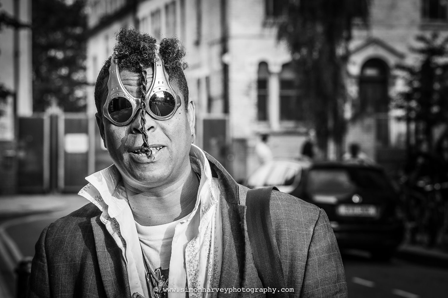 A character who caught my eye whilst working in Hackney last week .... check out those Shades!! Top Guy!