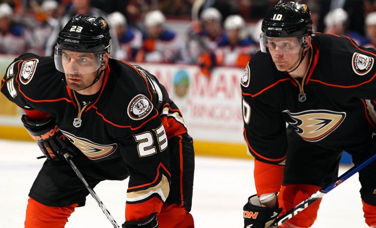 Anaheim_Ducks_Face_Off.jpg