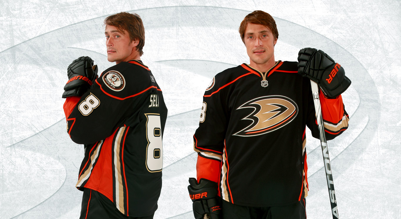 We had a few sightings of our custom third jersey design for the Ducks -- which was completed in 2010 -- the fans don't pull it off quite as well as Teemu, but all get an A+ for effort!