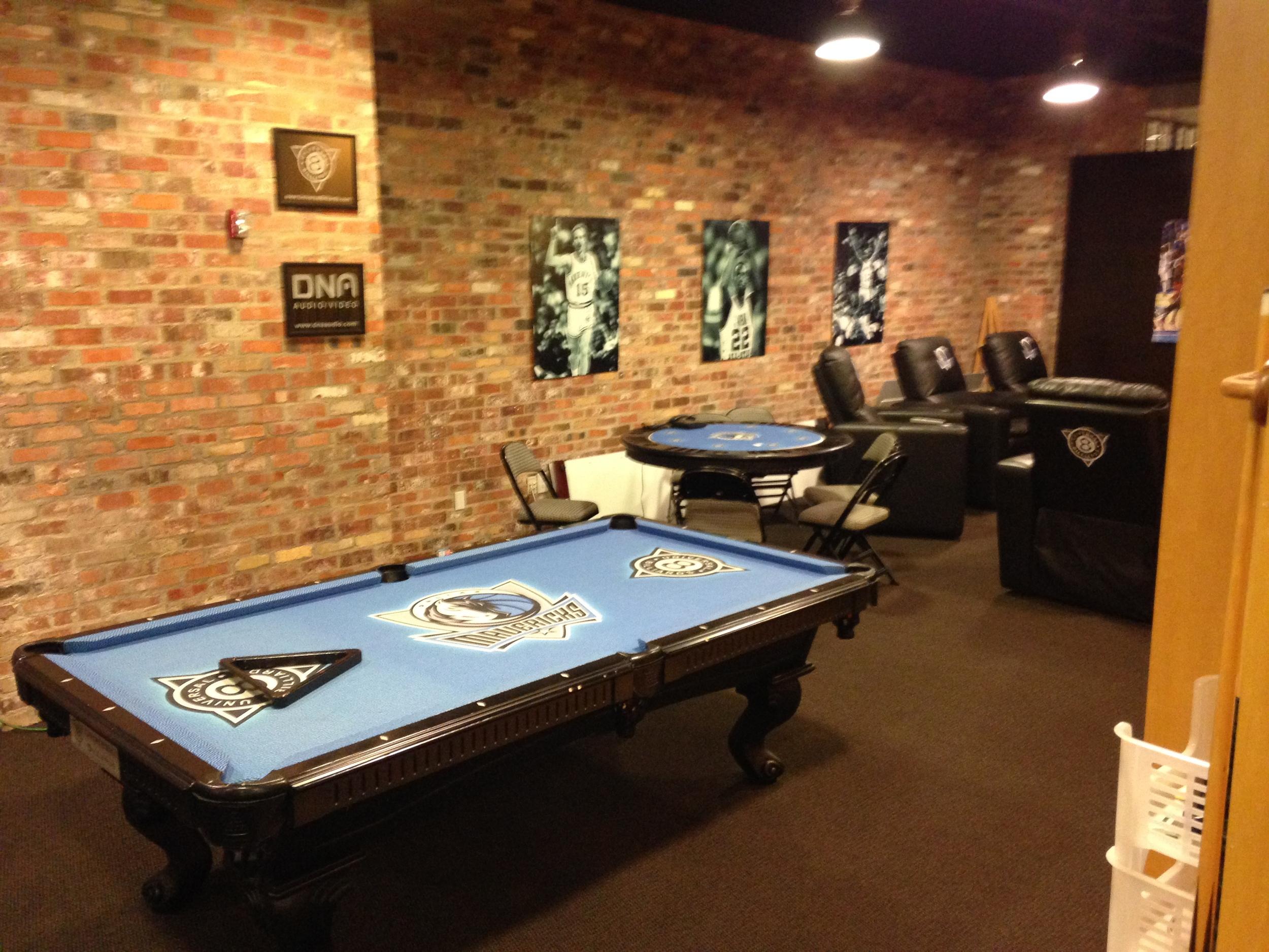 Mavs Pool Table.JPG