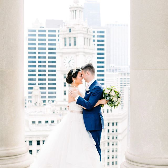 These two beauties graced our stories today with their wedding day sneak peek! We're pretty much head over heals for Erik, Naomi, and their destination @lhchicago wedding!