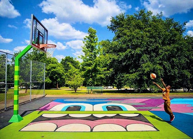 Shoot for the Stars.. 🏀✨ - Photo: @koolestkeith. - Location: Phoenix II Park, ATLANTA, GA - #gregmike #larryloudmouf #atlanta #baseketball #mural #streetart #basketballcourt #art #hypecourts #weloveatl #summerhill