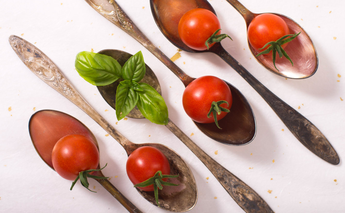 cherry-tomatoes-on-spoons.jpg