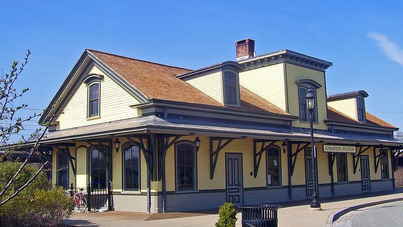 800px-Kingston,_RI,_train_station_house.jpg