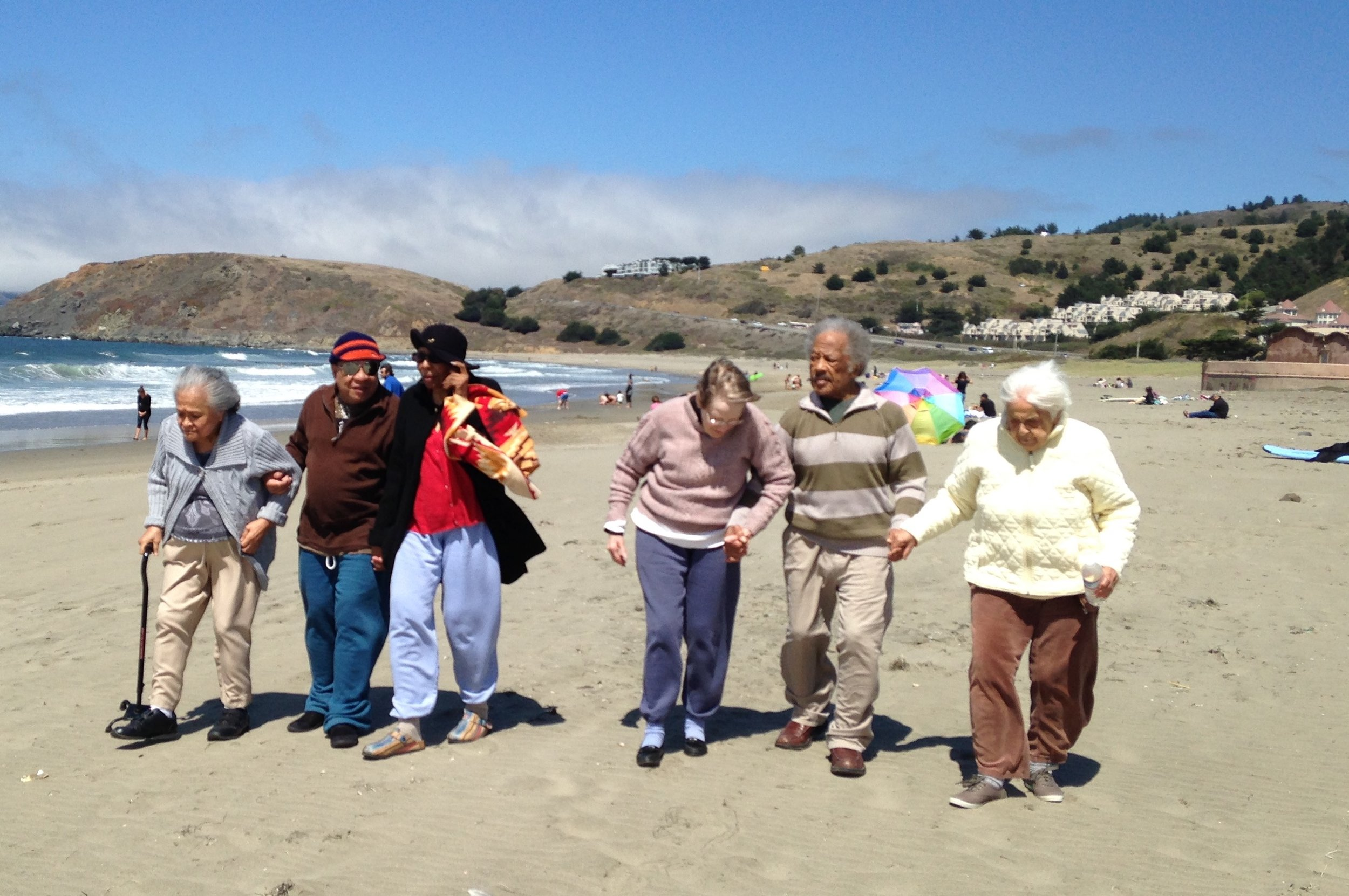 Sunvalley Chateau Pacifica senior care residents at the beach.