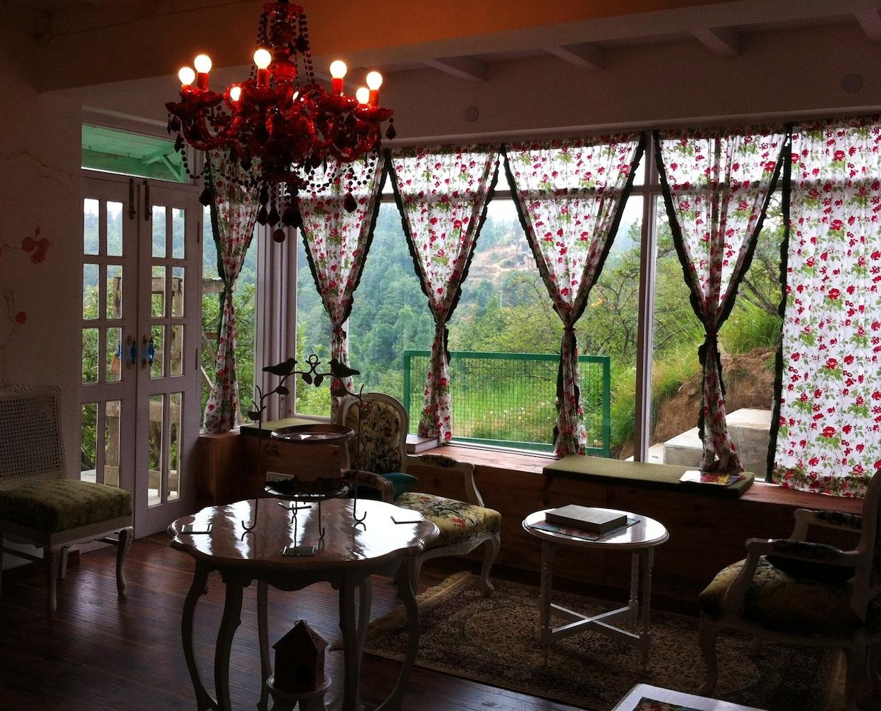 The charming tea room in Dhanachuli