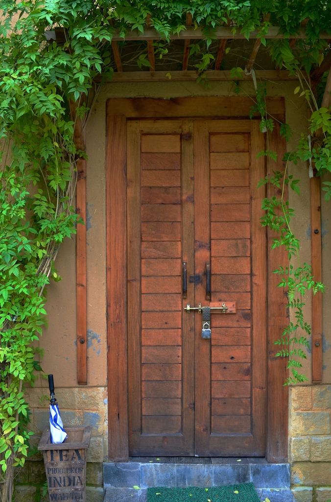 Ivy-covered welcome to the bedrooms.