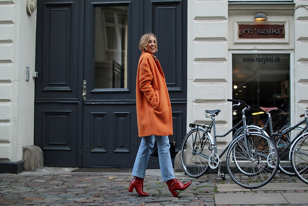 Swedish fashion blogger Hanna Stefansson. Picture from hanna.elle.se, with caption:  Coat from Mads Nœrgaard, red cashmere knit from Radical Zoo, jeans from Levis, earrings from H&M, boots from Zara and bag from Marni.  [Accessed 13 November, 2016]