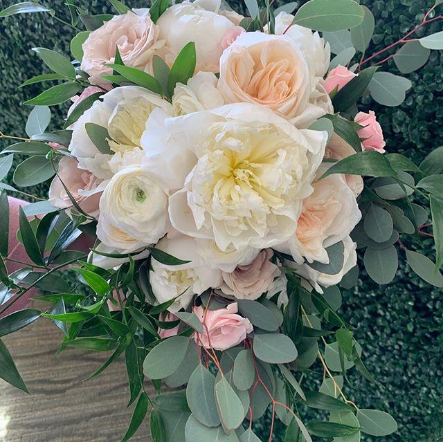 Beautiful bouquets from today's two weddings! #weddingflowers #florist #417florist #artistryinbloom #bransonweddings