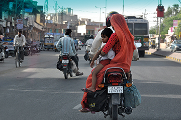 Family-in-India-on-motorcycle.jpg