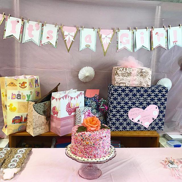 Baby shower cake #itsagirl #babyshower #babygirl