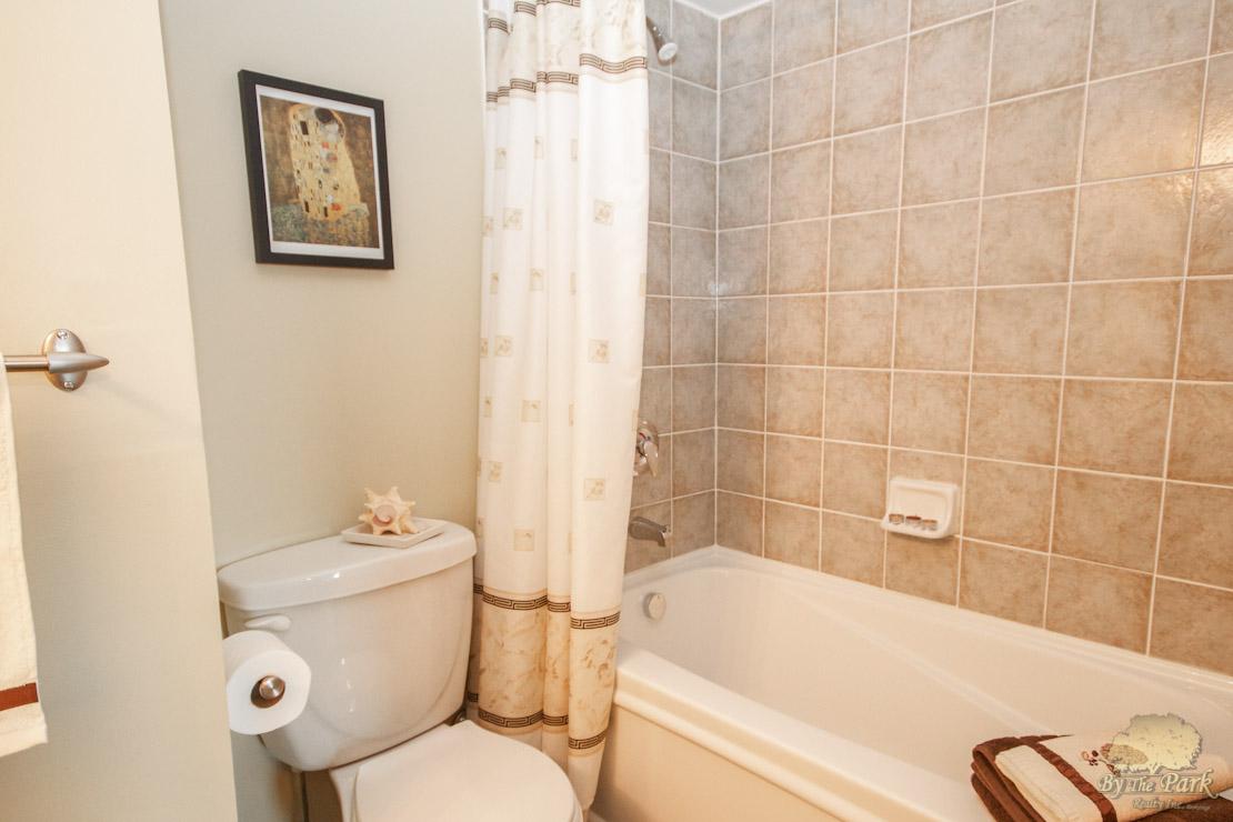 323-Richmond-St-East-Bathroom-2.jpg