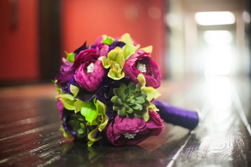 How gorgeous is the brides bouquet made by April Barnette of April Floral Expressions...