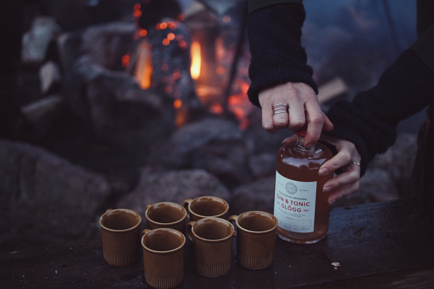One bottle of Gin & Tonic Glögg is enough for the six Mulled Wine Cups | #91.