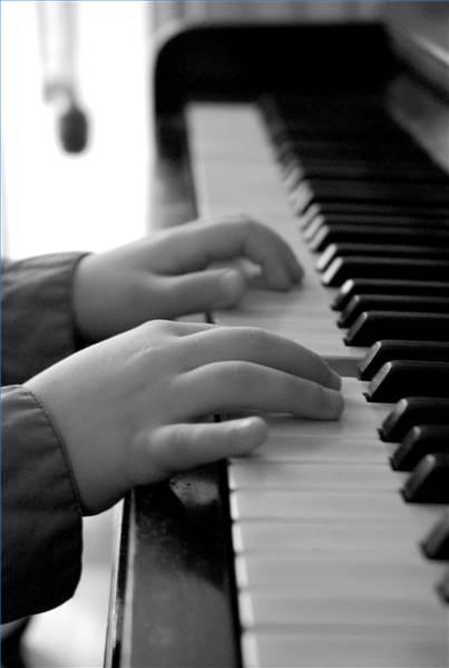 child hands at pno.jpg