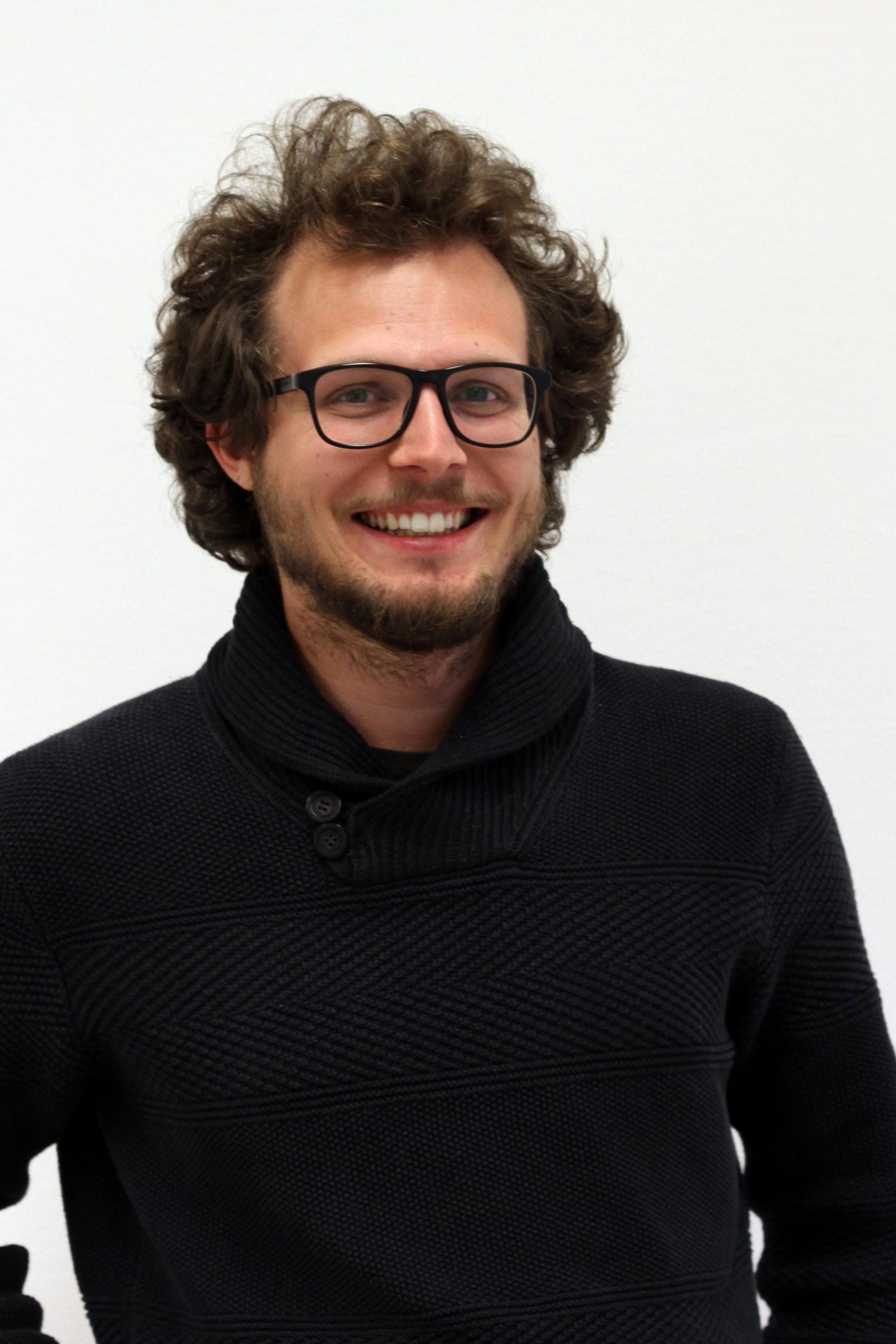 Florian PRADER   10. Semester Humanmedizin  Referat für Organisation und Basisarbeit  Bei der Planung von Partys und Veranstaltungen sowie bei der Beschaffung der Erstikittel unterstütze ich das OrgRef.
