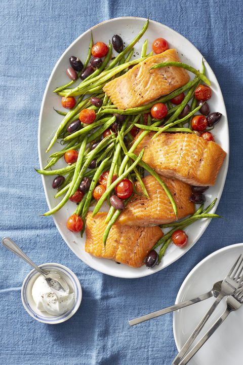 roasted-salmon-with-green-beans-and-tomatoes-healthy-lunch-ideas-1555338056.jpg