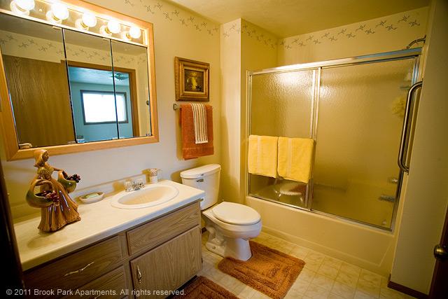 1B-2A-full-bathroom.jpg